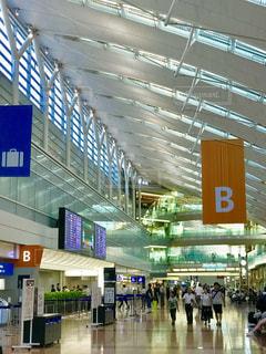 羽田空港ロビーにての写真・画像素材[1322462]
