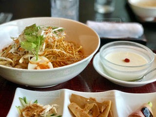 冷やし坦々麺で夏バテの胃に喝を入れるの写真・画像素材[1349184]