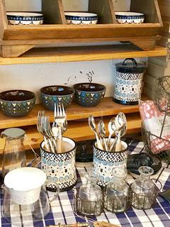カラフルな欧風食器の写真・画像素材[1378427]