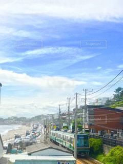 江ノ電と空と海との写真・画像素材[1384515]