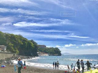 夏休み。家族で賑わう海水浴場。の写真・画像素材[1400441]