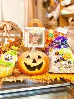 お菓子屋で見つけた、ハロウィンの飾りの写真・画像素材[1452471]