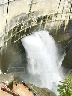 ダムの放流の写真・画像素材[1455553]