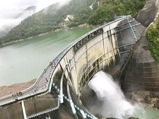 黒部ダムの大放流の写真・画像素材[1455554]