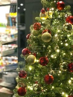 クリスマスツリーのイルミネーションの写真・画像素材[1644945]