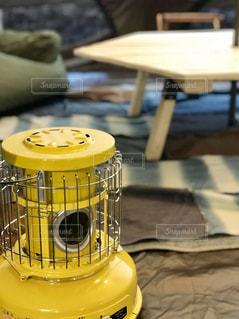 黄色いストーブの写真・画像素材[1689840]