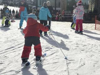 初めてのスキー、おっかなびっくりでも頑張って進む。の写真・画像素材[1708343]