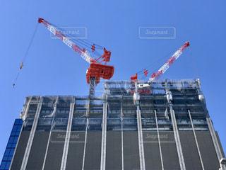 ビルの建設現場。空が青いです。の写真・画像素材[1734168]