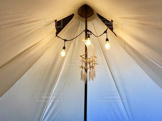 テントに電球を飾り付けの写真・画像素材[1741748]