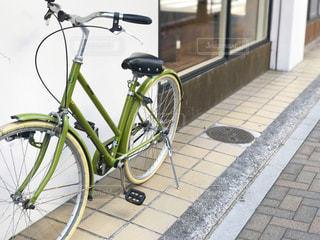 店先に停めた自転車の写真・画像素材[1757431]