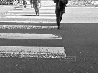 横断歩道を歩くの写真・画像素材[1840349]