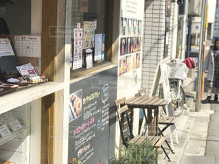 散歩の途中、美味しそうなドーナツ屋に誘われるの写真・画像素材[1852655]
