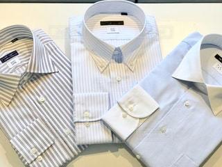 朝の着替えでワイシャツを選ぶ。さて、お仕事です。の写真・画像素材[1853776]