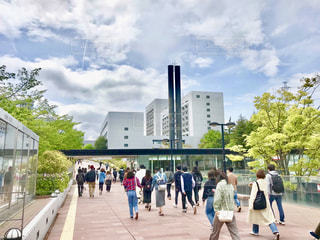 東京郊外にある大学の緑豊かなキャンパスの写真・画像素材[2074945]