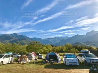 雄大な景色を望みながらキャンプの写真・画像素材[2085841]