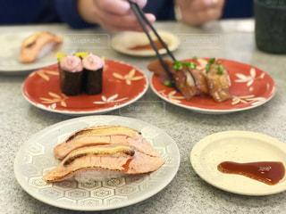 回るお寿司でランチの写真・画像素材[2089894]