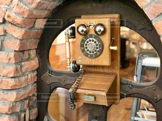 絵本屋さんで見つけたアンティークの電話の写真・画像素材[2092071]