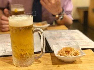 仕事上がりにビール一杯の写真・画像素材[2119092]
