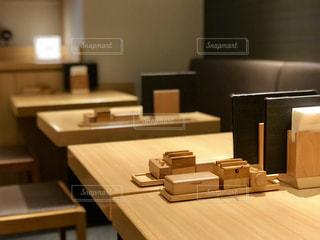 赤坂見附のお蕎麦屋のテーブルの写真・画像素材[2246889]