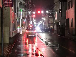 雨に濡れる街の写真・画像素材[2255064]