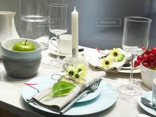 テーブルの上の食器の写真・画像素材[2294195]