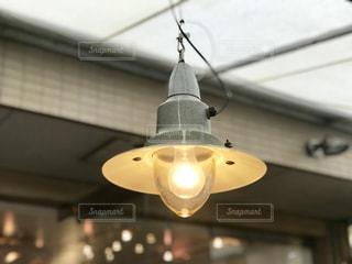 カフェのテラスのランプの写真・画像素材[2306404]