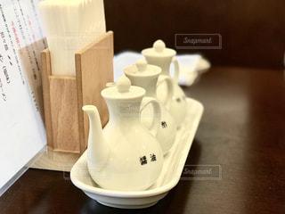 白く可愛い調味料入れの写真・画像素材[2335315]