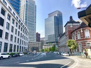 東京駅と道路の写真・画像素材[2388464]