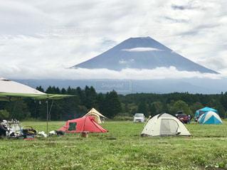 朝霧高原のふもとっぱらキャンプ場から富士山を眺めるの写真・画像素材[2467785]