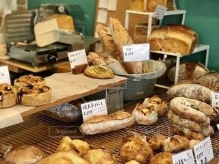 パンの陳列の写真・画像素材[2597467]
