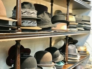 棚に帽子がたくさんの写真・画像素材[2701215]