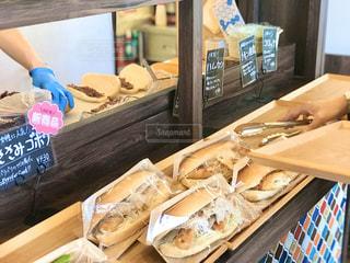 美味しいコッペパン屋さん。どれを買おうか迷ってます。の写真・画像素材[2860119]