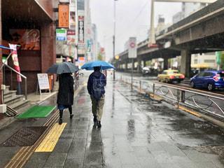 雨の街並みの写真・画像素材[3101532]