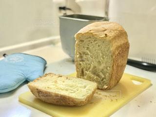 朝からホームベーカリーでパンを焼いてみました。の写真・画像素材[3143335]