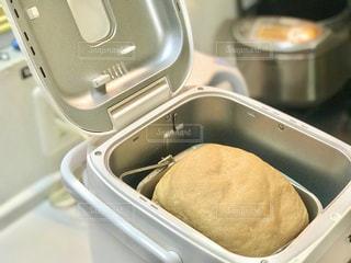 朝からホームベーカリーでパンを焼いてみました。の写真・画像素材[3143336]