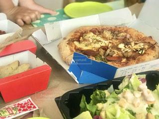ステイホームでピザのデリバリーをしてみるの写真・画像素材[3180844]