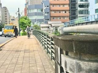 橋のある風景 焦点加工で人物が判別されないようにしています。の写真・画像素材[3282201]