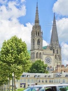 フランス旅行で訪れた教会と青い空の写真・画像素材[3451003]