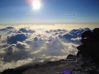 富士登山、空の雲の群  前に出品した写真をレタッチ変えて出し直しの写真・画像素材[3689665]