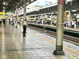 駅のホーム 焦点加工で人物が判別されないようにしていますの写真・画像素材[3691097]