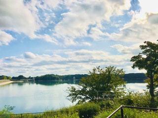 多摩湖周回コースの遊歩道をウォーキングの写真・画像素材[3724915]