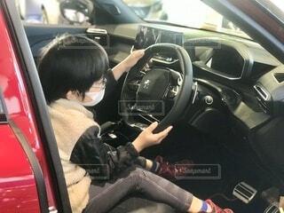 車屋さんの展示車両に乗ってみた。どこをドライブしているイメージですか?の写真・画像素材[3884501]