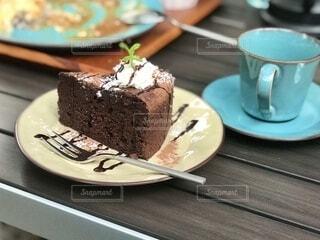 大正ロマンの香りがする素敵な古民家カフェでした。デザートのチョコレートケーキ。の写真・画像素材[3913589]
