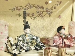 娘のお祝いに、可愛らしい雛人形を買いました。の写真・画像素材[4029897]