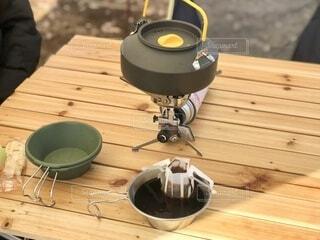アウトドアで飲むコーヒーの写真・画像素材[4131701]