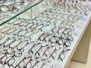 メガネがたくさん並んでるの写真・画像素材[4554089]