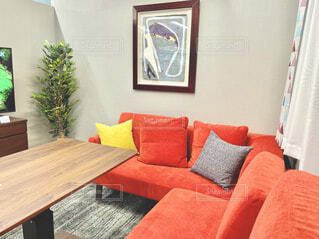 赤いソファーの写真・画像素材[4627457]