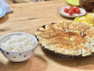 白飯と餃子の写真・画像素材[4631530]