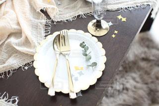 テーブルの上の取り皿の写真・画像素材[3068151]