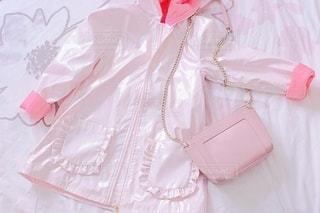 ピンクのレインコートの写真・画像素材[3245445]